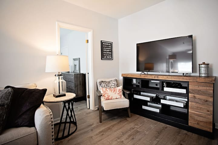 Cozy Suite in the Heart of Lakeland