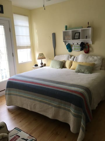 Master Bedroom - King Bed - TV wApple TV for streaming your favorite movies - Mattress 1 year old...Super comfy