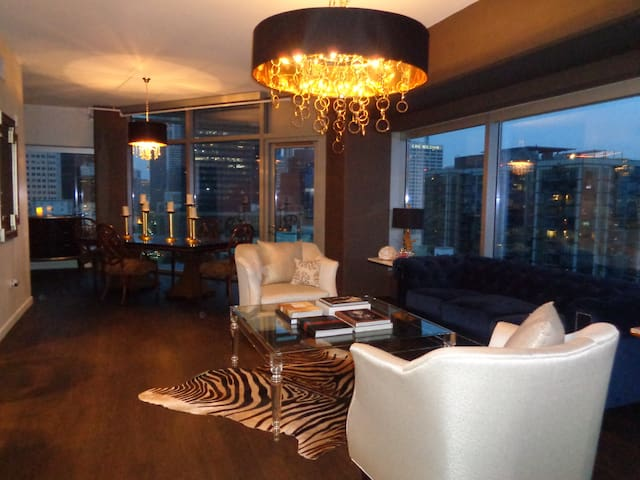 Designer's Pied-a Terre  New! Views!