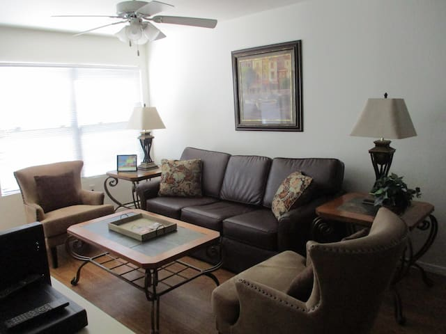 Beautiful oasis resort style condo - Tucson - House