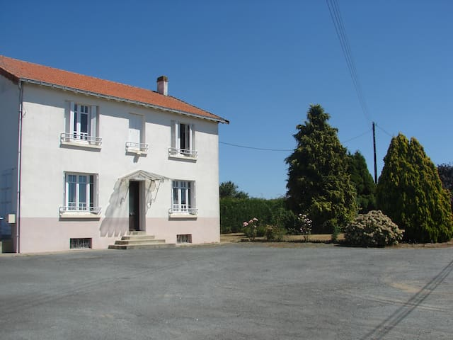 Le Puy du Forge - Le Boupère - Hus