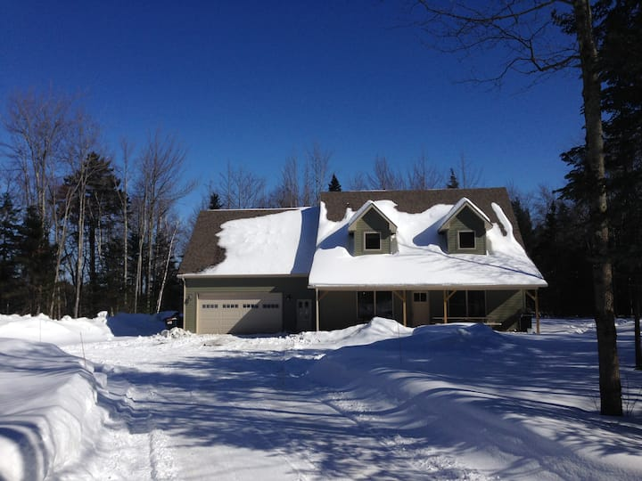 5 Bed Home 1.5 Miles from Jay Peak