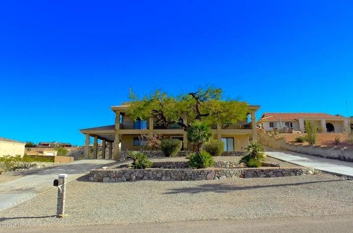 Amazing 5 Beedroom Home with Lake Views