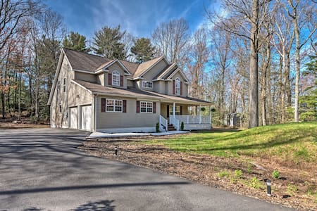 Tannersville House w/ Wet Bar- 5 Min to Ski Resort