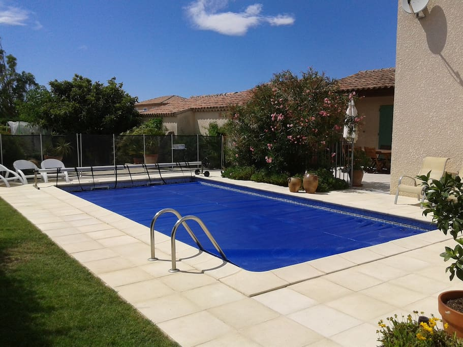 Studio meubl climatis piscine apartments for rent in for Piscine salon de provence