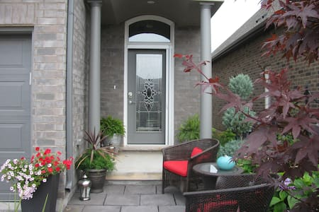 Private large Suite, new home, flexible check in. - Niagara Falls