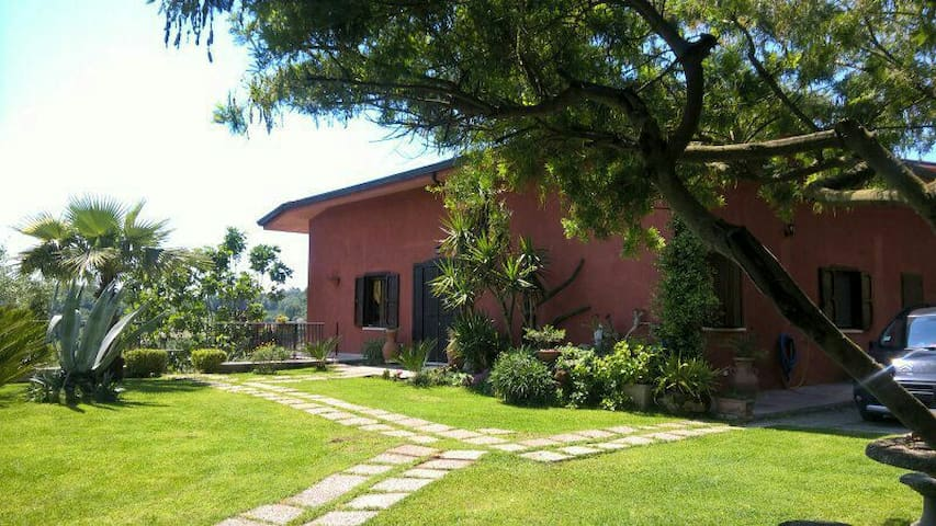 villa immersa nella natura. - Campania, IT - Bed & Breakfast