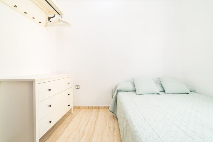 ☀LUMINOSO DORMITORIO DOBLE☀PLAYA, CIUDAD Y NETFLIX