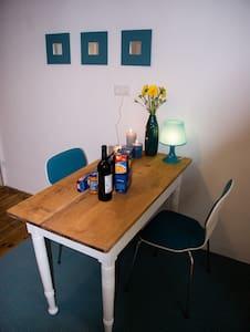 8 Person, dla 8 pracownikuw, great internet ;) - Kaiserslautern - Haus