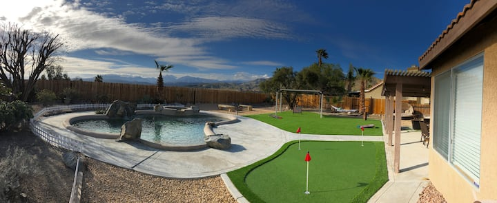 Mountain view, saltwater pool and putting green