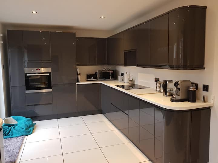 Double room in house in Roundswell