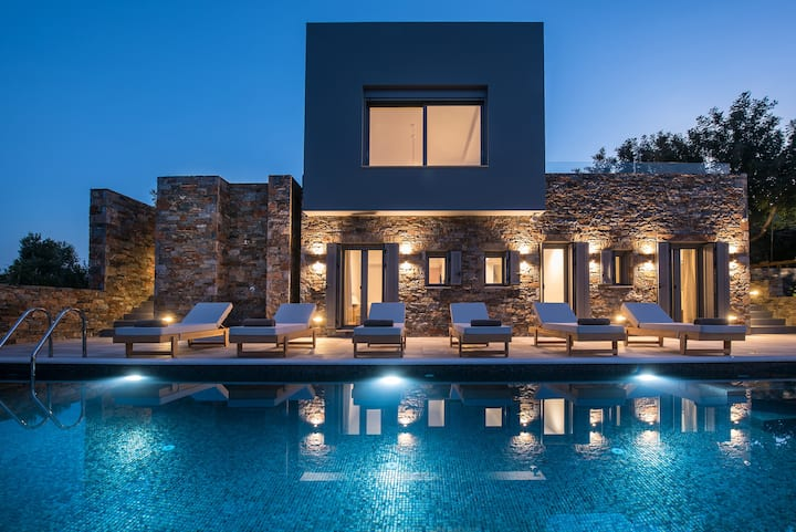 Luxurious sea-view villa 200m from beach with gym