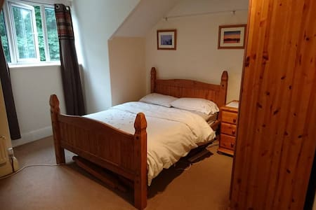 Double loft room with en-suite - Sketty
