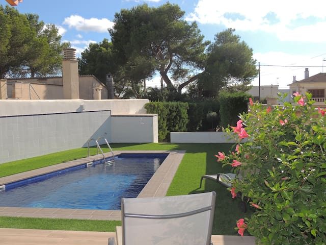 Villa 99, with private pool and near the beach. Air conditioner. Wifi