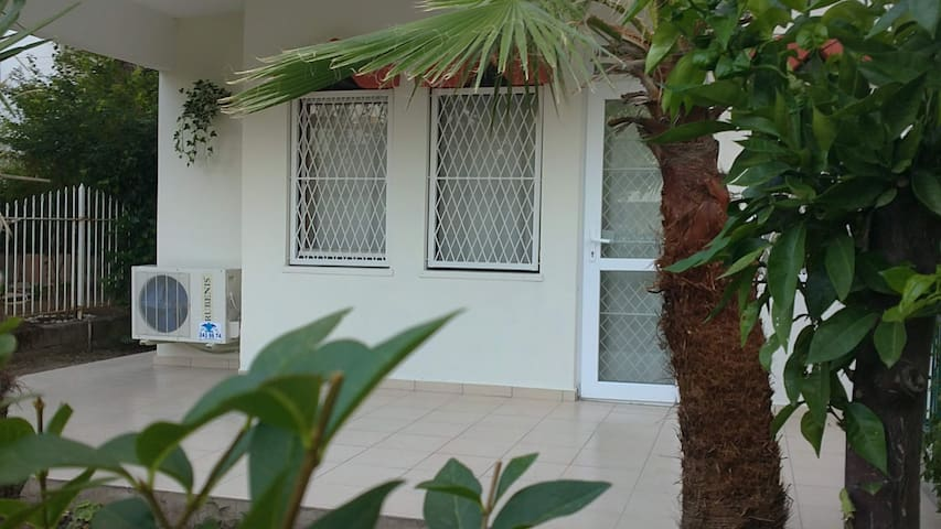 Kemer house, garden & beach 100m - Kemer - Huis