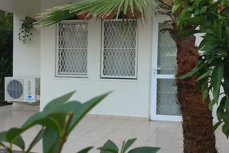 Kemer house, garden & beach 100m - Kemer - Casa