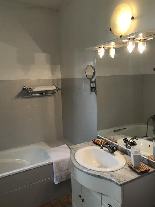 Salle de bain chambre Camélia