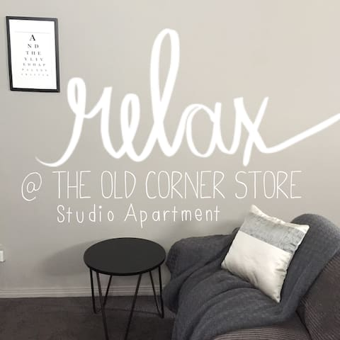 The Old Corner Store Studio Apartment - ウォガウォガ