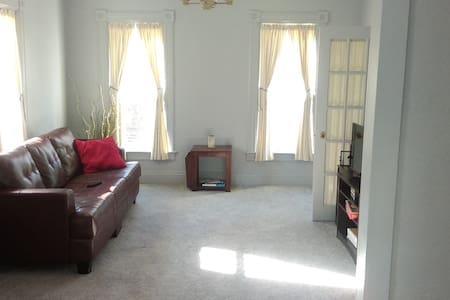 Huge 2 bedroom APT near downtown Ypsilanti! - Ypsilanti - Byt