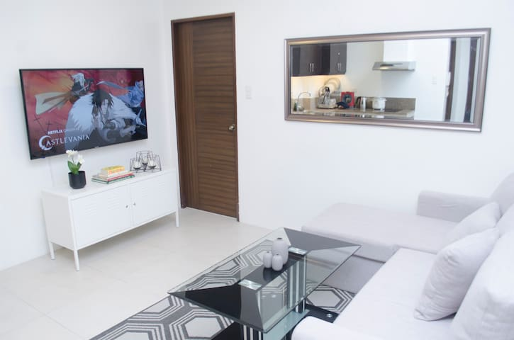 Beautiful Urban Abode w/ Netflix in BGC @Indigo