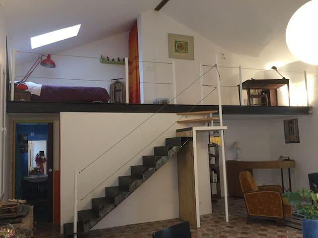 Loft avec terrasse près du centre