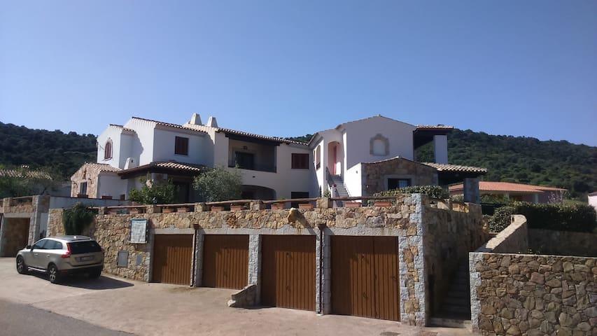 Sardinia, Budoni, 2,5km from beach. - S'iscala - Casa
