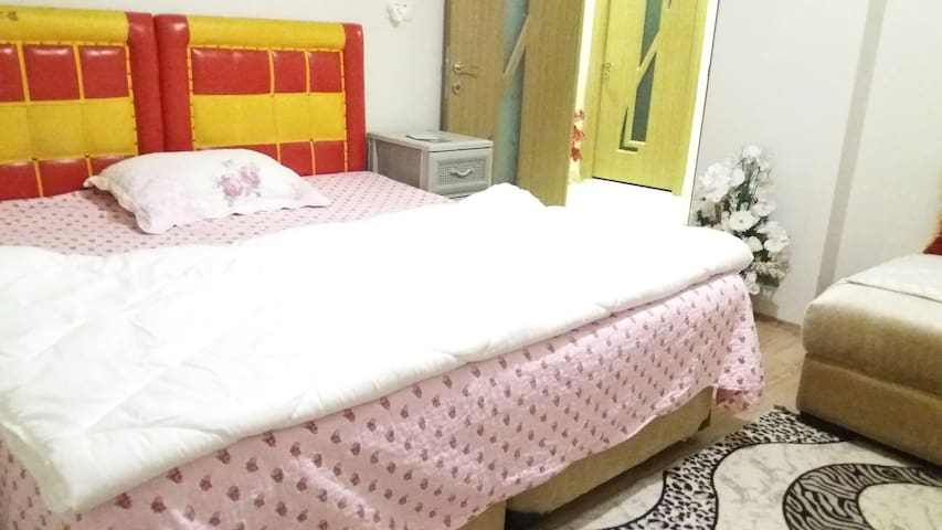 FULLY FURNISHED DOUBLE ROOM FREE WIFI/NO DEPOSIT