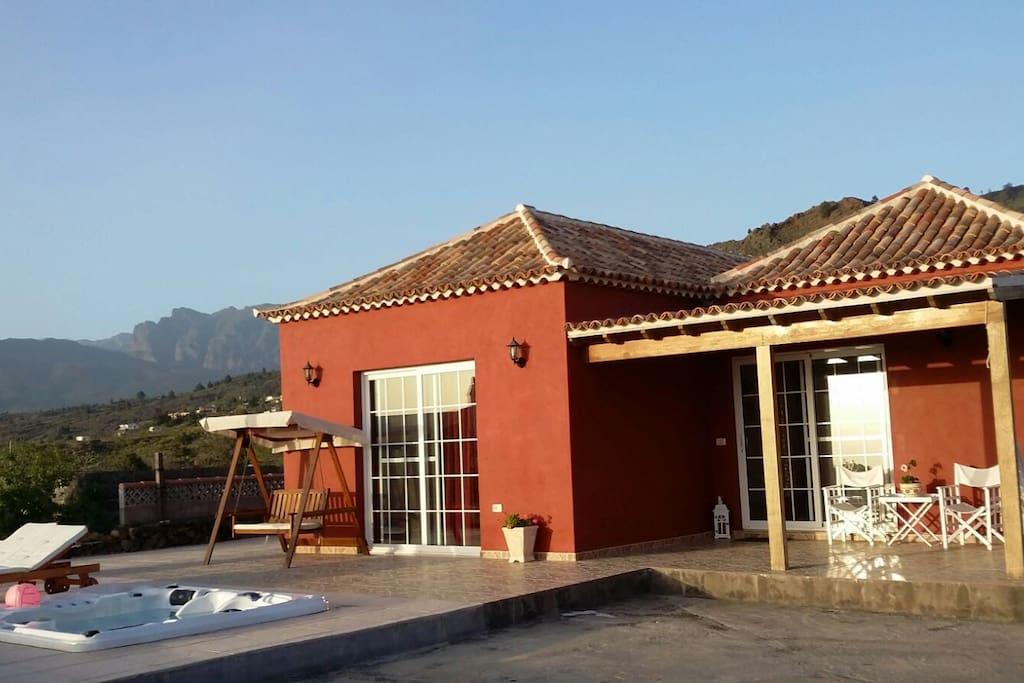 Casa niko houses for rent in el paso canarias spain for Houses in el paso