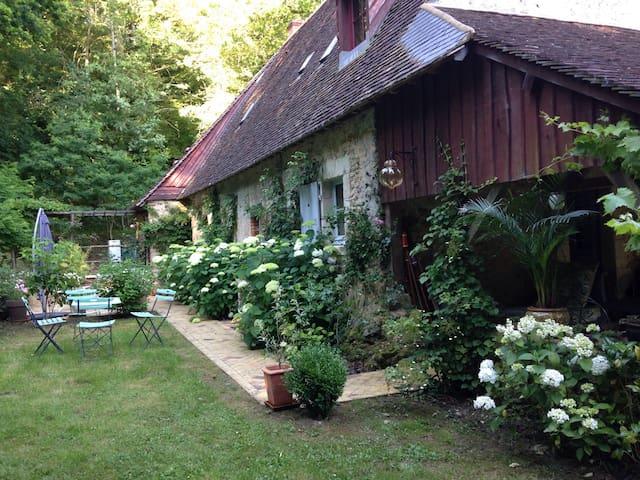 Joli cottage en lisière de forêt - Tuffé - House