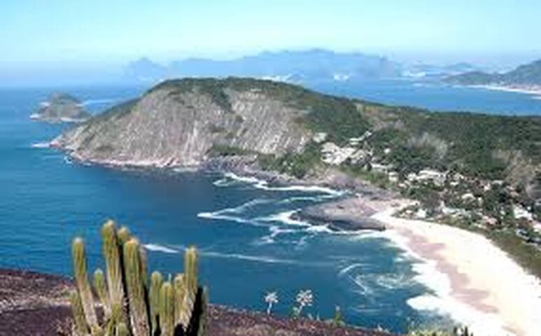 Casinha próxima as praias oceânicas de Niterói