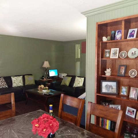 Cozy Room 3-Min Walk from Subway (Female Only)