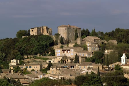 Château Médiéval de Vénéjan, - Vénéjan - Zamek