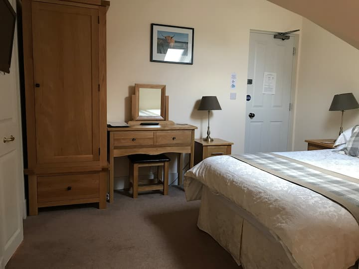 Aurora 4* Guest House with breakfast included (R5)