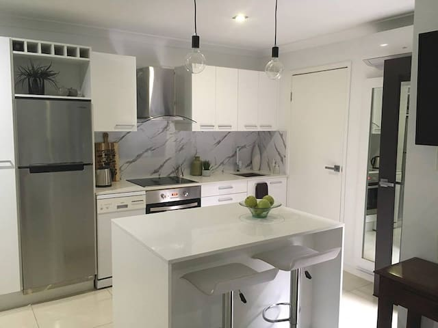 Full appartment close to city and airport