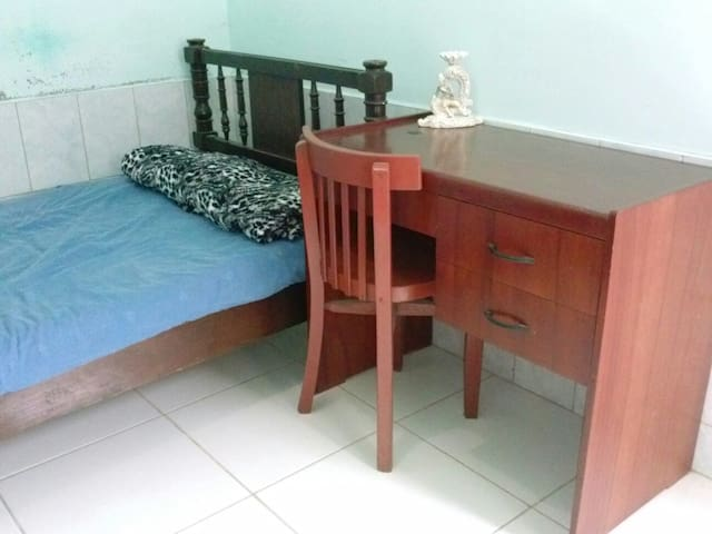Small Private Room with Bathroom - Chimbote - Casa