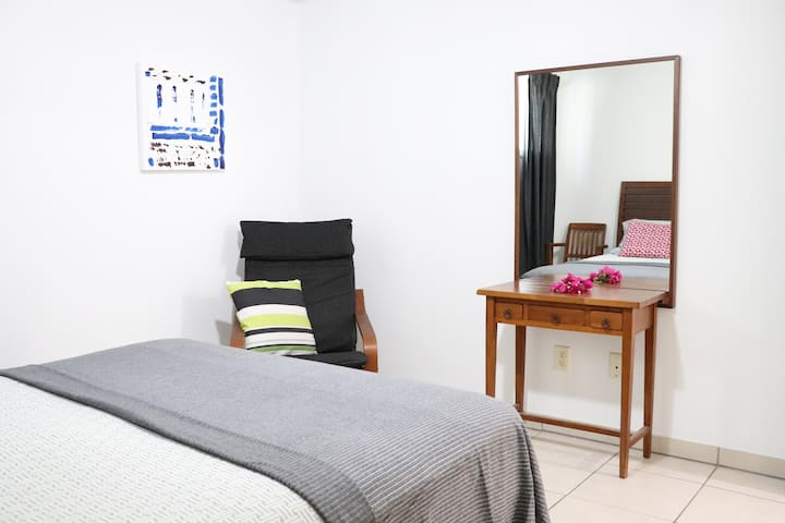 Crescent apartment (Grace Bay beach 2 min walk)