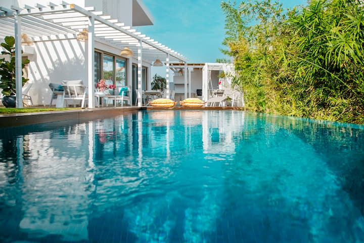 Island Home Seaside Villa
