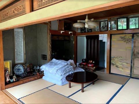光回線、机、オフィス椅子利用OK・縁側つきの和室★Hanabnb大曲神宮寺★