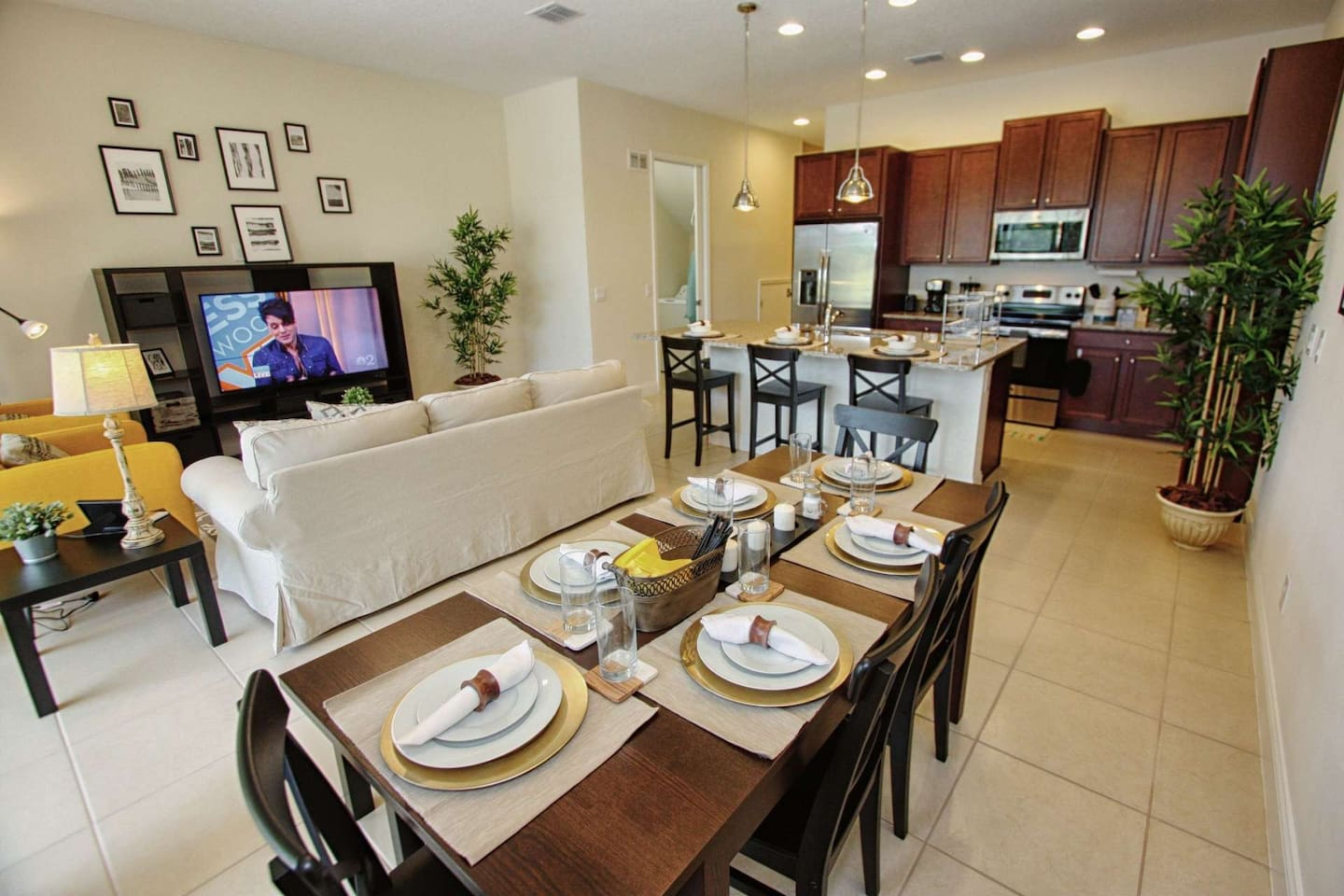 Spacious and Open Living, Dining & Kitchen Areas