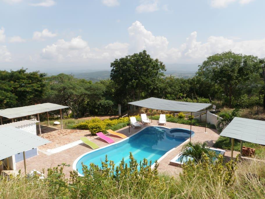 Zona Húmeda - piscina adultos - niños - se comparte para las tres cabañas.