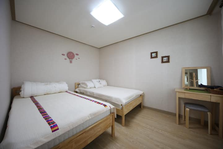 Twin Single Bed Room-(2인실,2persons)