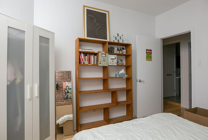 Quiet and comfortable room in the heart of Plateau