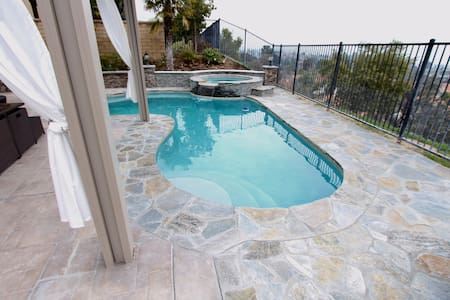 Private 1 bed 1 bath + pool access! - Santa Clarita