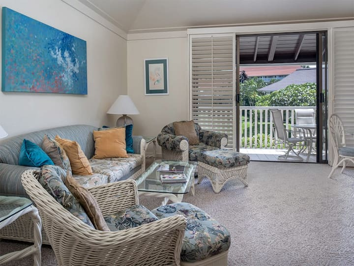 Embrace Ease+Perks! Enjoy WiFi, Ceiling Fans, Flat Screen, Kitchen+Lanai–Kiahuna 2043