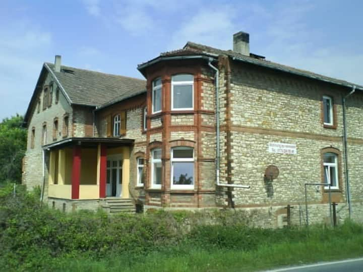 Bauarbeiterunterkunft in alter Villa