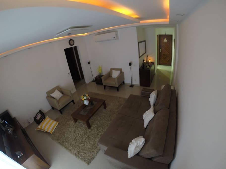 Sala 1 - Ar condicionado split de 23.000 BTUs Com sofa cama para 2 hospedes e SMART-TV de 50 polegadas com NET FLIX