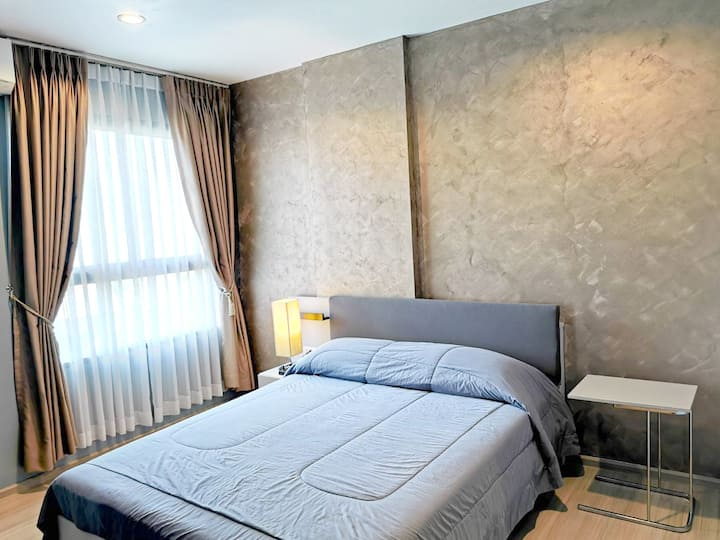 Nice room,Near the mall and famous business area