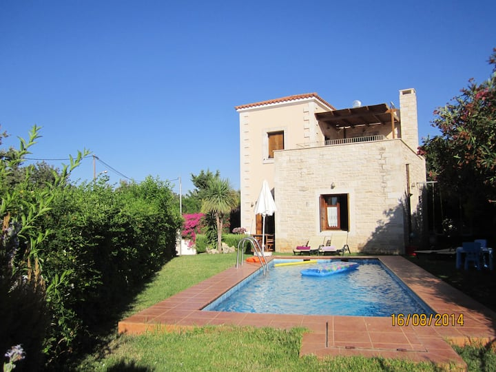 Stylish  traditional LOTUS villa