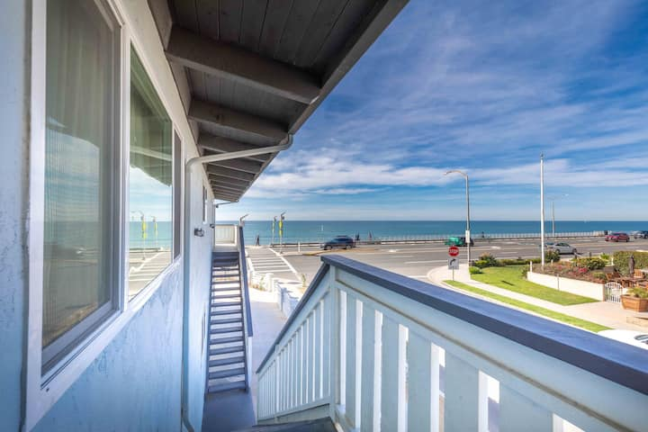 5 Star! At BEACH 1BD/1BA Condo w Parking & Wifi #D