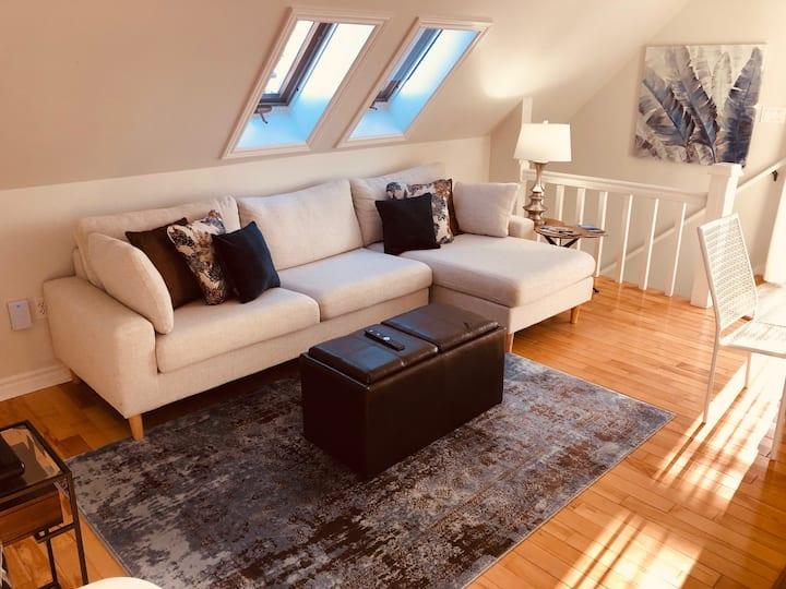 "The ""Apartment Suites on Hillsborough"" King Loft"